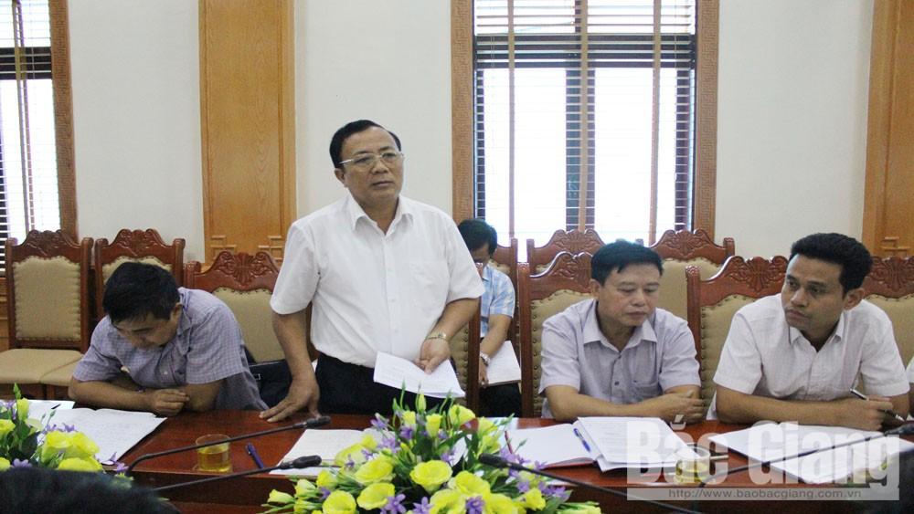 Ông Ngô Minh Đoàn, Phó Chủ tịch UBND huyện Lạng Giang phát biểu tại buổi làm việc.