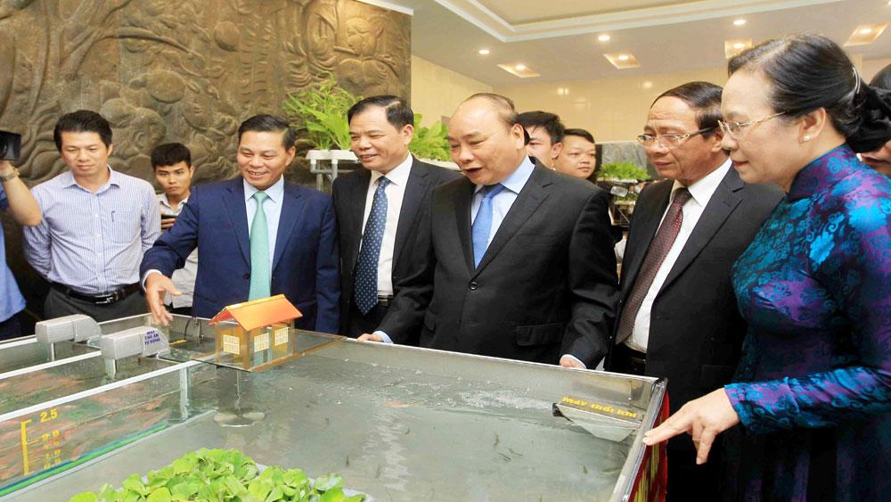 Thủ tướng Nguyễn Xuân Phúc, Xây dựng nông thôn mới, cốt lõi, giữ gìn văn hóa, nâng cao đời sống của nhân dân