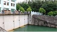 Truy tìm thủ phạm đổ trộm dầu thải gây ra sự cố nước sạch sông Đà