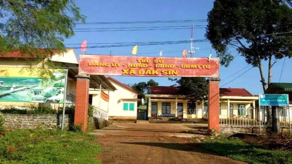 Cách hết các chức vụ trong Đảng, chính quyền đối với nữ Chủ tịch UBND xã tại Đắk Nông do sử dụng bằng giả