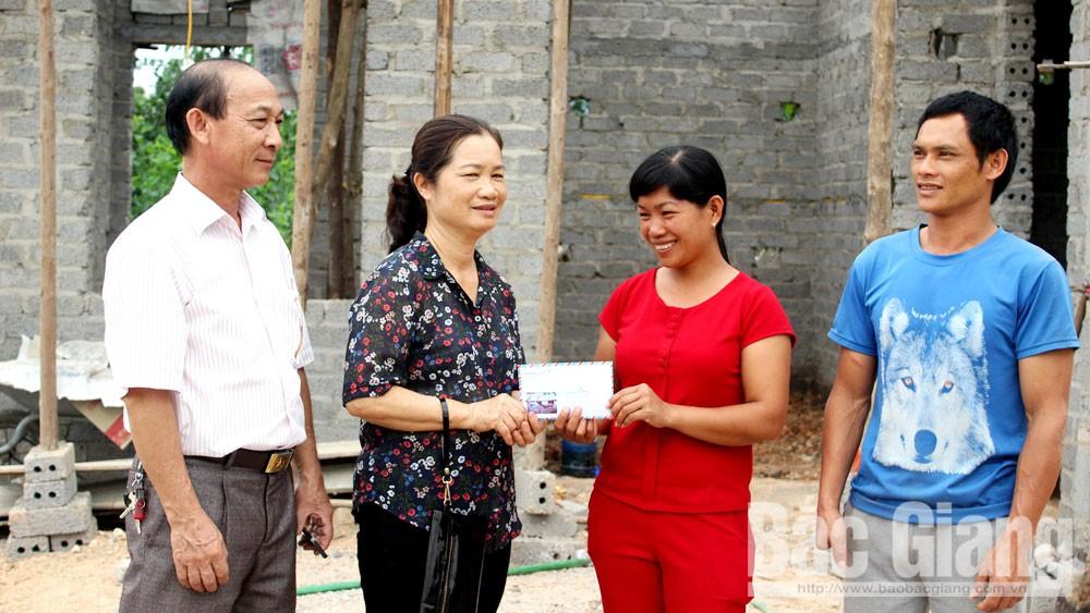 Bà Nguyễn Thị Nga: Còn sức, tôi còn giúp  đỡ mọi người