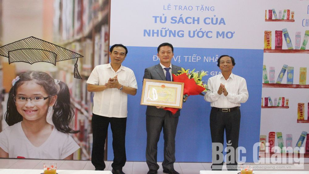 Thư viện tỉnh Bắc Giang, trao tặng sách, gần 5 nghìn cuốn sách