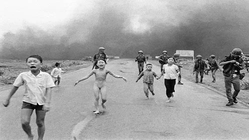 Em bé Napalm, bình chọn, ảnh ấn tượng nhất 50 năm, Nick Út, Phan Thị Kim Phúc,