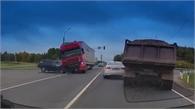 Container vượt đèn đỏ tốc độ cao, gây tai nạn nghiêm trọng