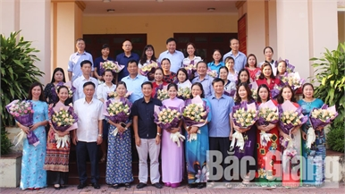 Ban Thường vụ Huyện ủy Lục Ngạn gặp mặt cán bộ nữ nhân Ngày Phụ nữ Việt Nam 20-10