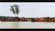 Lễ hội bên sông Cầu