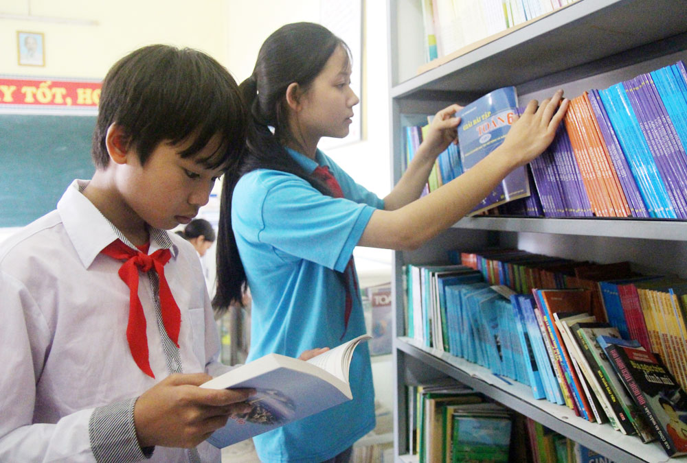 Bac Giang province, school library, book reading, widen the knowledge, meaningful messages, book presenting