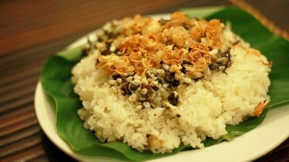Steam glutinous rice, ant egg, speciality of Tay ethnic people, Xoi trung kien, crunchy crispy experience