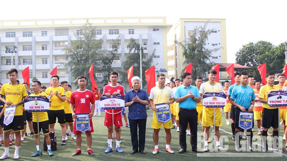 Khai mạc giải bóng đá League, sân vận động Bảo Sơn Long