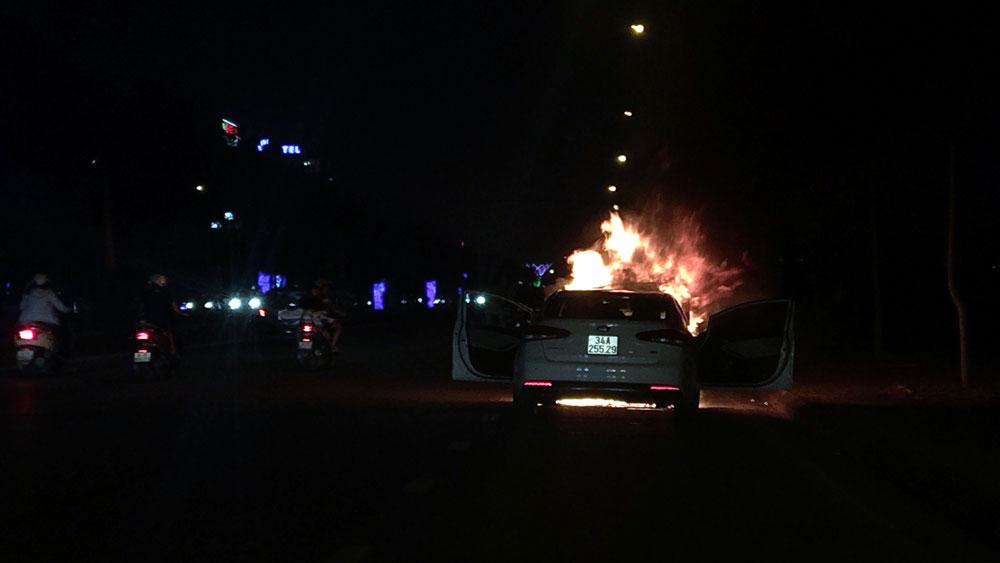 Hải Dương, xe ô tô con, đột nhiên bốc cháy, anh Tô Văn Hào, anh Tô Giang Nam