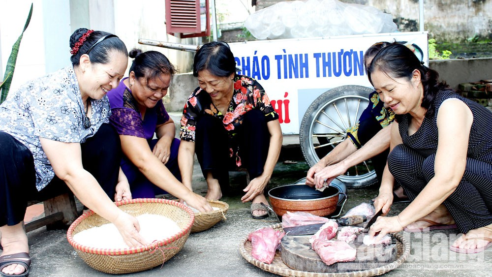 Nguyen Thi Nga, Bac Giang province, charity work, pay tribute to the life, good deed, successful treatment,  Tireless journeys
