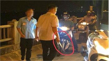 Đình chỉ lái, phụ xe buýt bị tố vác tuýp sắt đánh người trên cầu Vĩnh Tuy
