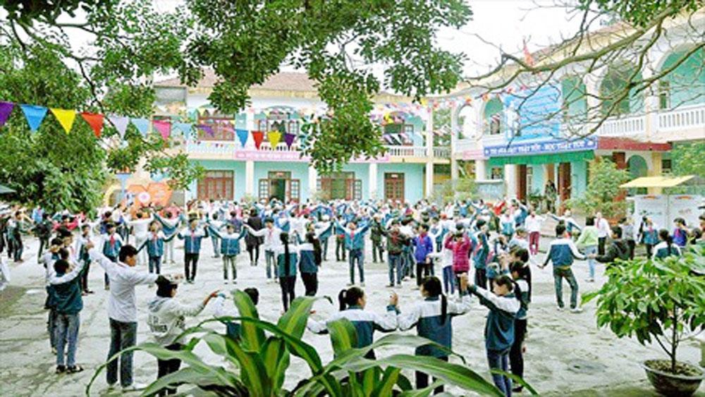 Một học sinh, dùng bình xịt hơi cay, gần 20 bạn khác phải cấp cứu, Trường THCS Nguyễn Huệ