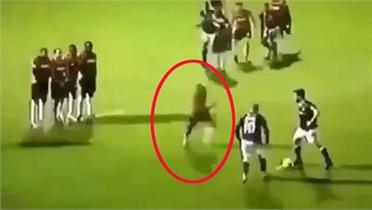 Cách cản phá sút phạt hiệu quả trong bóng đá