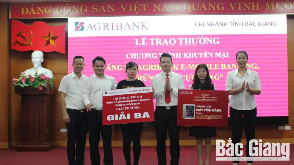 Agribank Chi nhánh tỉnh Bắc Giang trao thưởng cho khách hàng trúng thưởng chương trình khuyến mại