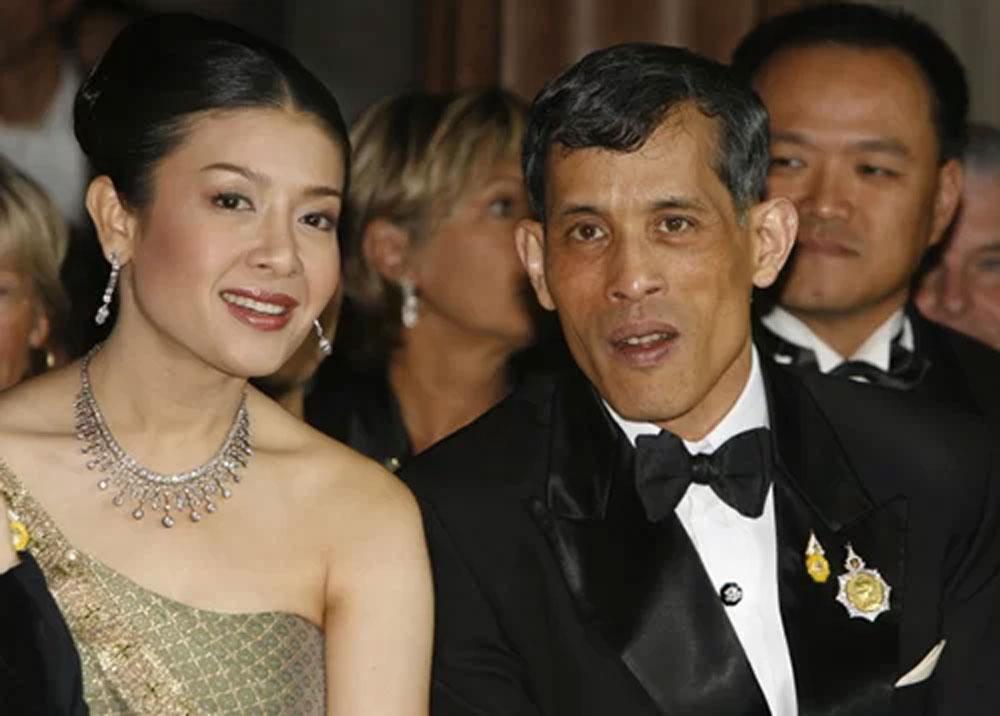 sóng gió, hậu cung hoàng gia Thái Lan, Quốc vương Thái Lan Rama X, Hoàng quý phi Sineenat Wongvajirapakdi,