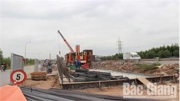 Hoàn thành ép cọc cầu vượt quốc lộ 1 đoạn qua Khu công nghiệp Vân Trung (Bắc Giang)