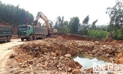 Doanh nghiệp khai thác đất ngoài mốc giới cho phép tại huyện Việt Yên