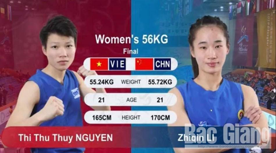 Võ sĩ Nguyễn Thị Thu Thủy (bên trái) giành HCB giải đấu.