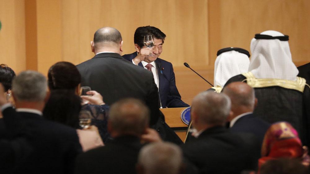 Thủ tướng Shinzo Abe, chủ trì, tiệc chiêu đãi, quan khách nước ngoài, dự lễ đăng quang của Nhật hoàng