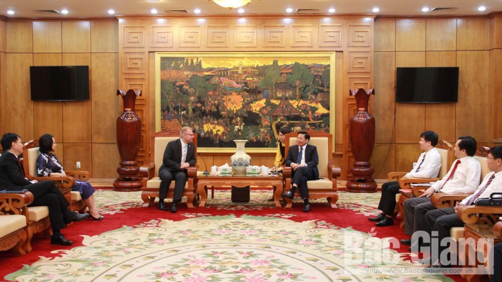 Phó Chủ tịch UBND tỉnh Dương Văn Thái tiếp đoàn công tác của Cục Đầu tư và Thương mại Ba Lan.