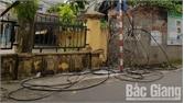 Dây điện, dây viễn thông lòng thòng trên phố