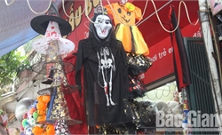 Sôi động thị trường đồ chơi, trang trí phục vụ Lễ hội Halloween
