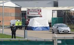 Cảnh sát Anh khám xét 2 địa điểm tình nghi liên quan vụ phát hiện 39 thi thể trong xe container