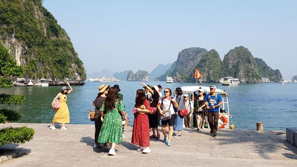 Đề xuất tăng giá vé thăm vịnh Hạ Long từ 20-73%