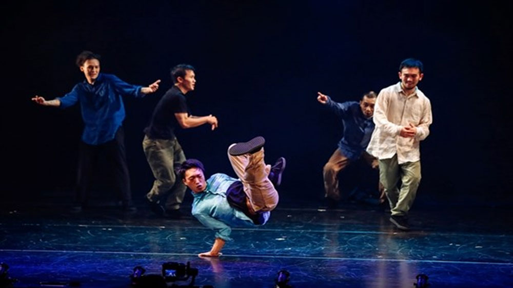 Asian artists dance, Hanoi, Dance Dance Asia, Crossing the Movements, Vietnam Youth Theatre, successful performance