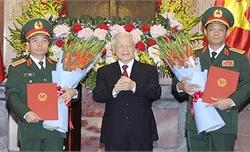 Tổng Bí thư, Chủ tịch nước Nguyễn Phú Trọng trao Quyết định thăng quân hàm thượng tướng cho hai sĩ quan Quân đội