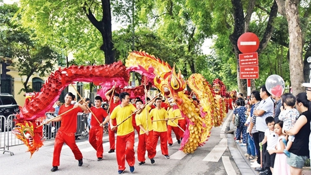 Pedestrian street, cultural brand of Hanoi, community cultural space, cultural and tourism activities, landscapes and relic sites