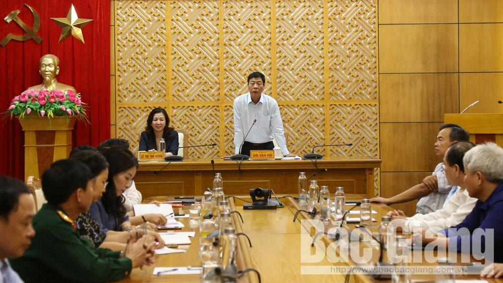 Bí thư Tỉnh ủy Bùi Văn Hải phát biểu tại hội nghị.
