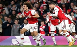 Arsenal phải chia điểm dù dẫn hai bàn