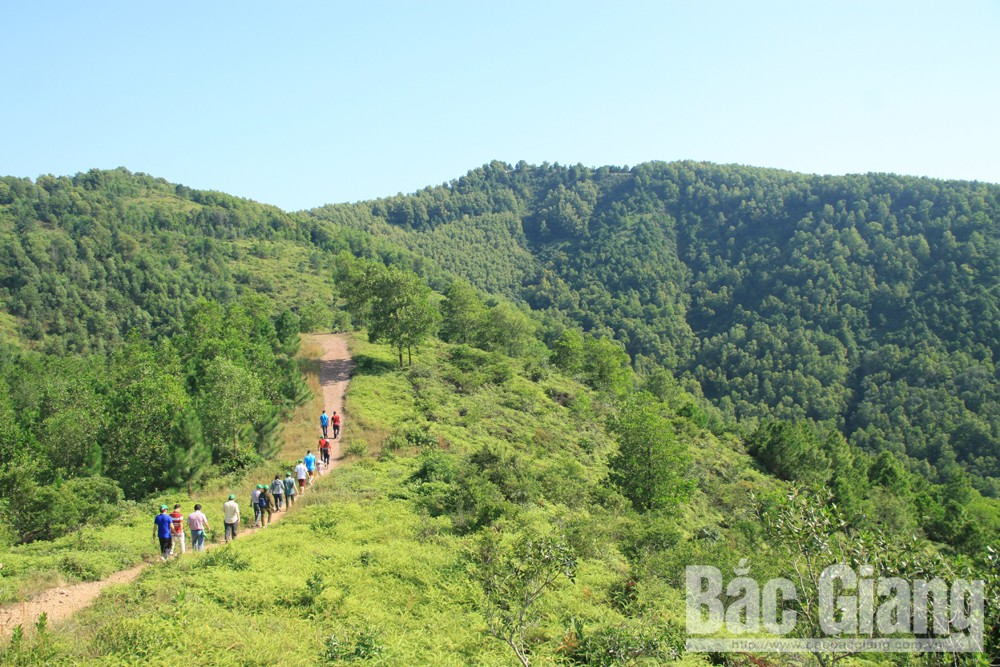 Non Vua Mount's impression, Yen Dung district, Bac Giang province, Nham Bien mountain range,  discovery tourism