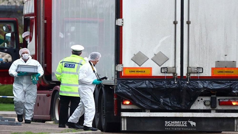 Vụ 39 thi thể trong xe container ở Anh, Thủ tướng Boris Johnson, ký sổ tang chia buồn