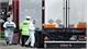 Vụ 39 thi thể trong xe container ở Anh: Thủ tướng Boris Johnson ký sổ tang chia buồn