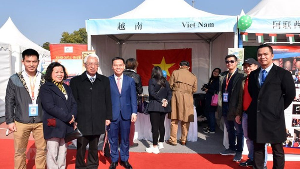 Vietnam, 11th int'l charity bazaar, Beijing,  diplomatic representative agencies,  international organisations, traditional Vietnamese food