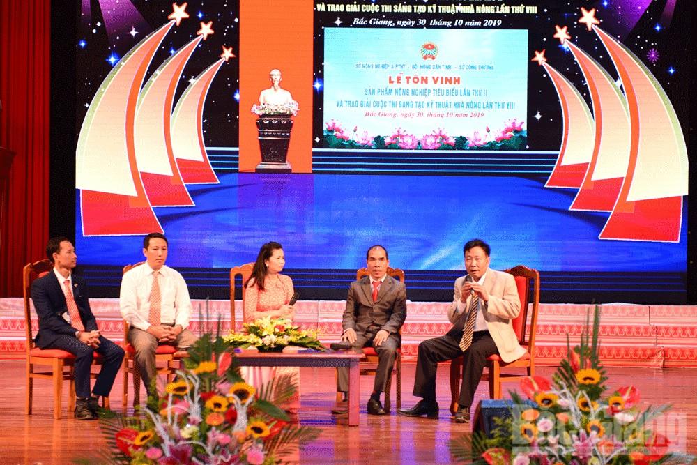 Tọa đàm với đại diện các tổ chức, HTX được tôn vinh sản phẩm nông nghiệp và các tác giả đoạt giải Cuộc thi sáng tạo kỹ thuật nhà nông.