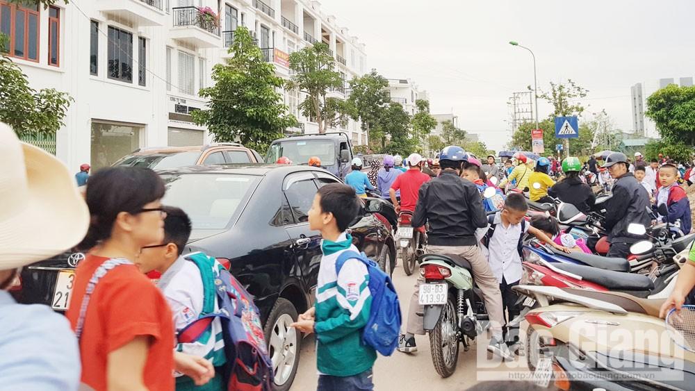 TP Bắc Giang phối hợp xử lý vi phạm, xây dựng cổng trường an toàn