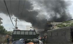 Hàng trăm người đang dập đám cháy kinh hoàng ở TP Hồ Chí Minh
