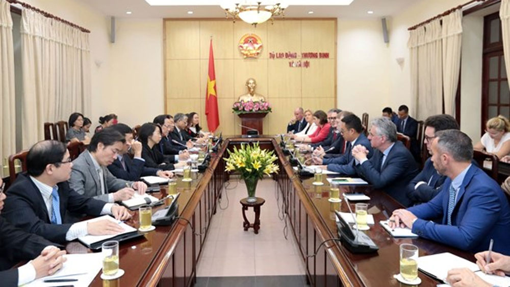 Vietnam links trade development with social security