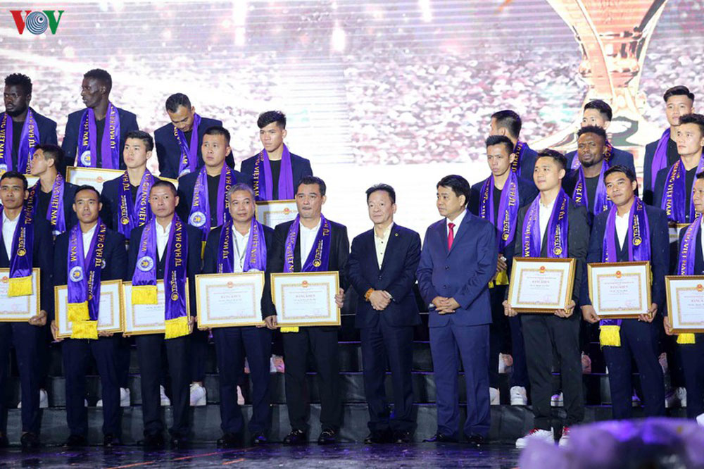Hà Nội FC, lễ vinh danh Hà Nội FC, Hà Nội FC nhận huân chương hạng ba