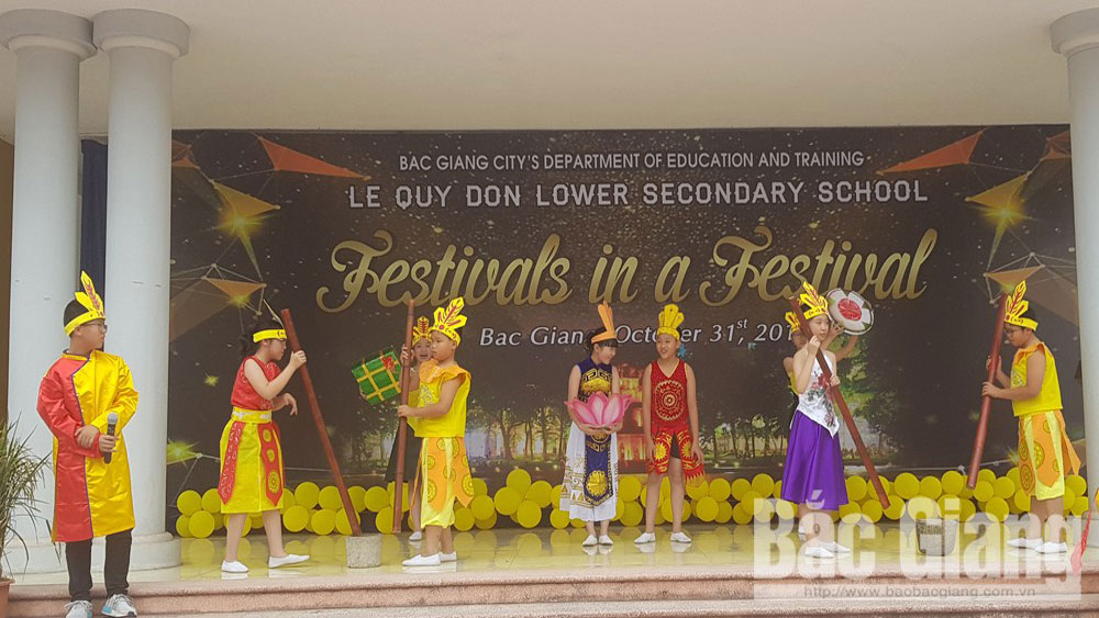 English festival about traditional holidays held in Le Quy Don Secondary School