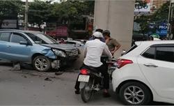 Xác định danh tính tài xế ô tô nghi ngủ gật đâm hàng loạt xe trên phố Hà Nội
