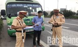 Tuần tra, xử lý nghiêm xe khách, xe đưa đón công nhân vi phạm quy định
