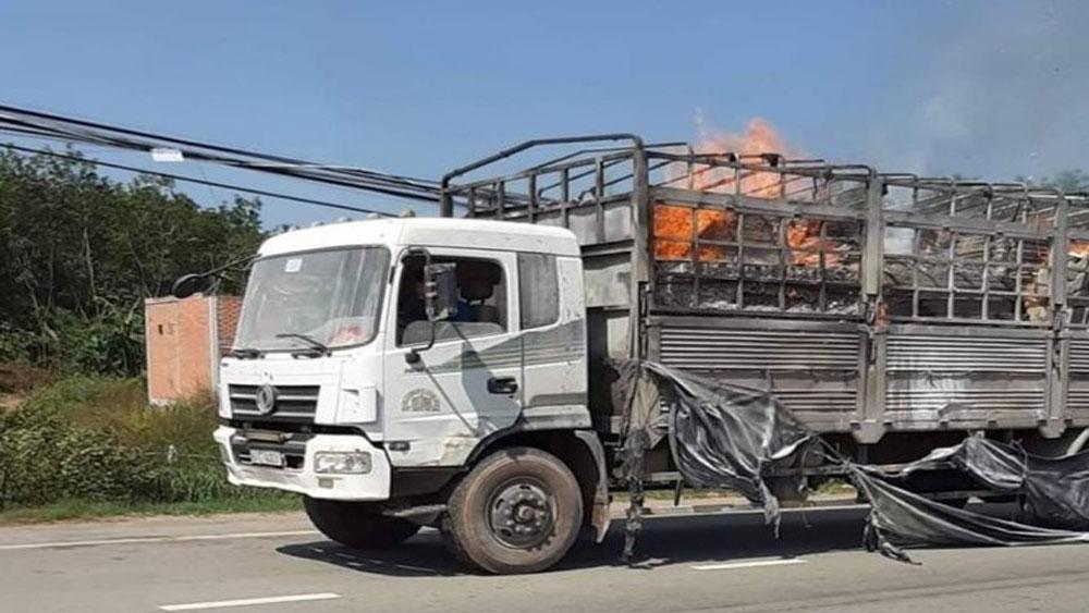 Xe tải, cháy ngùn ngụt,, tài xế ,đạp cửa thoát thân