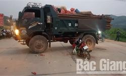 Bắc Giang: Xe tải lùi vào xe máy, một người tử vong