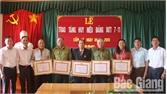 Lục Nam: Hơn 80 đảng viên được trao Huy hiệu Đảng