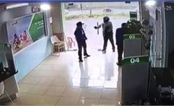 """Vụ cán bộ công an nổ súng tại ngân hàng: Khởi tố tội """"cướp tài sản"""""""
